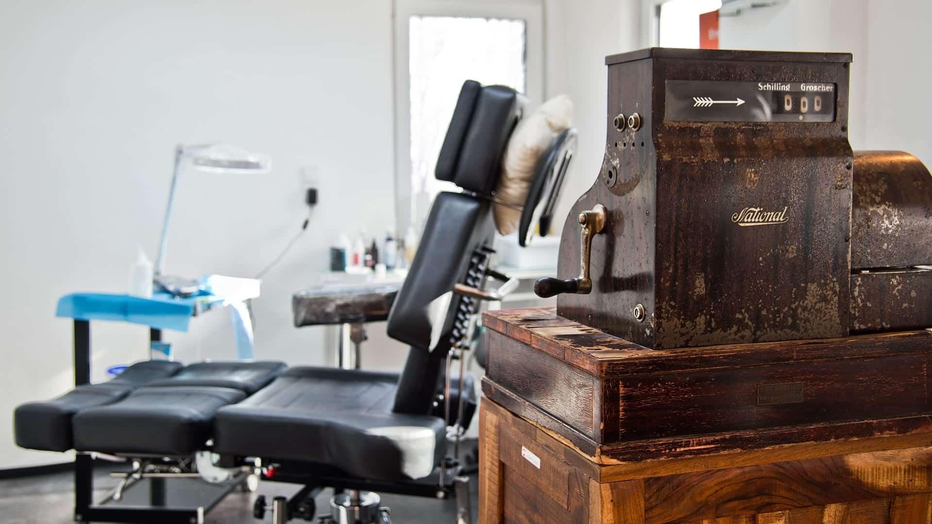 studio-tattoostuhl-farbe
